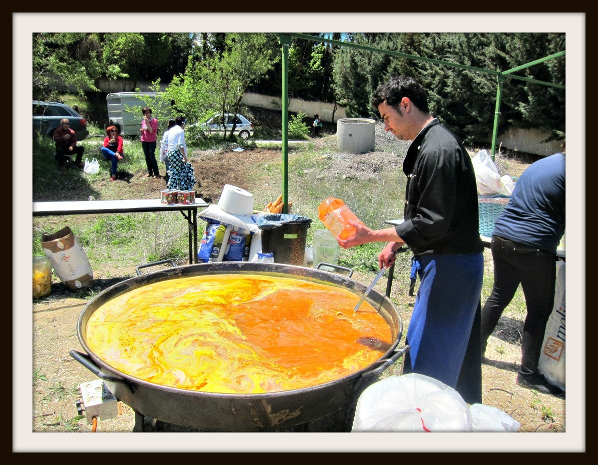 Fantastic Friday – Cooking Paella for 300 People in Peurto Lope, Spain
