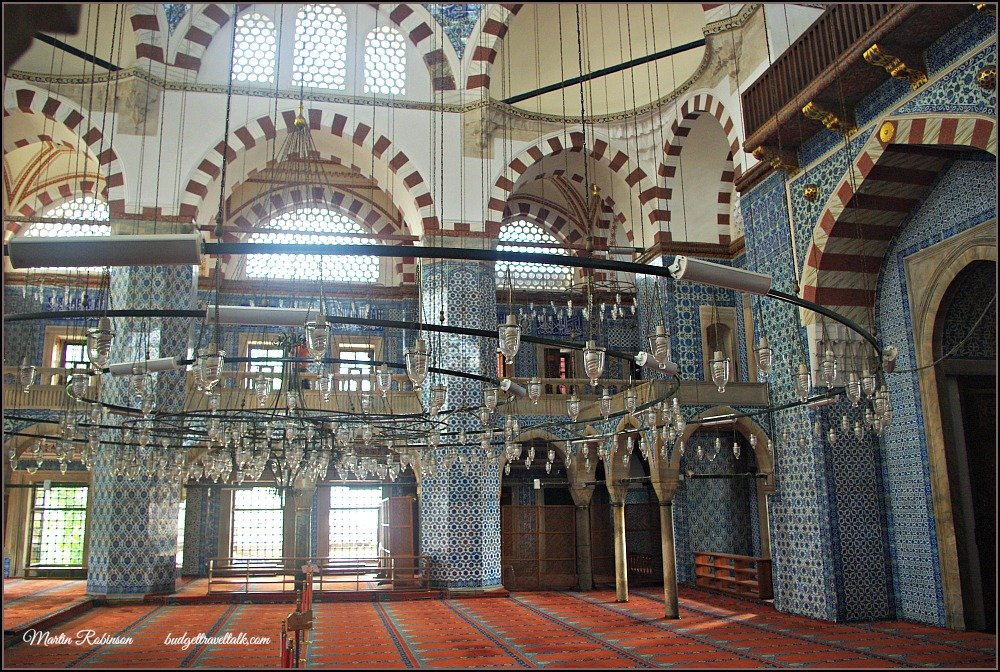 Rustem Pasha or a Mosque hidden in a Market Place
