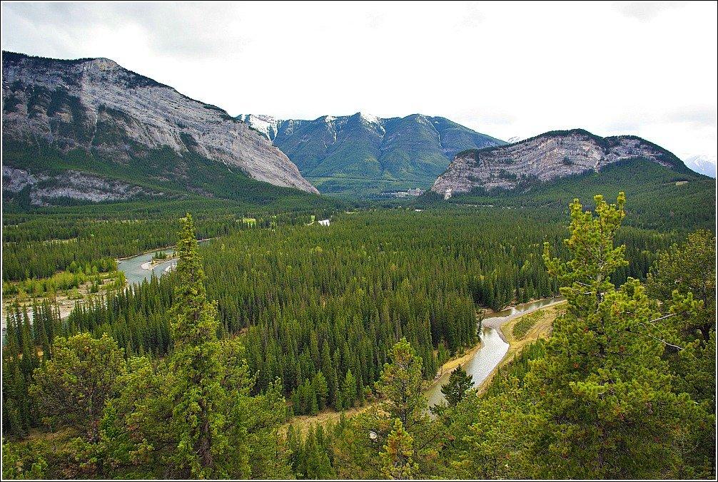 Banff Hoodoos and Lake Minnewanka Hike - Bow Valley Scenery