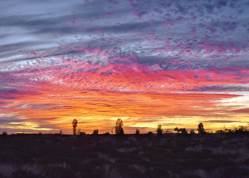 yulara-australian-outback-sunset